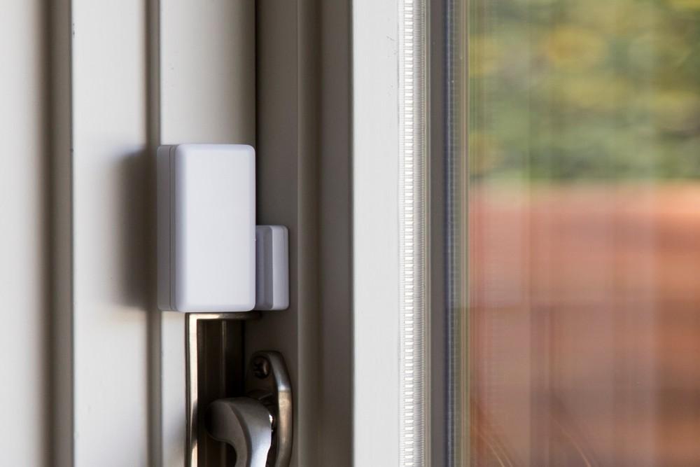 door sensor placed above knob