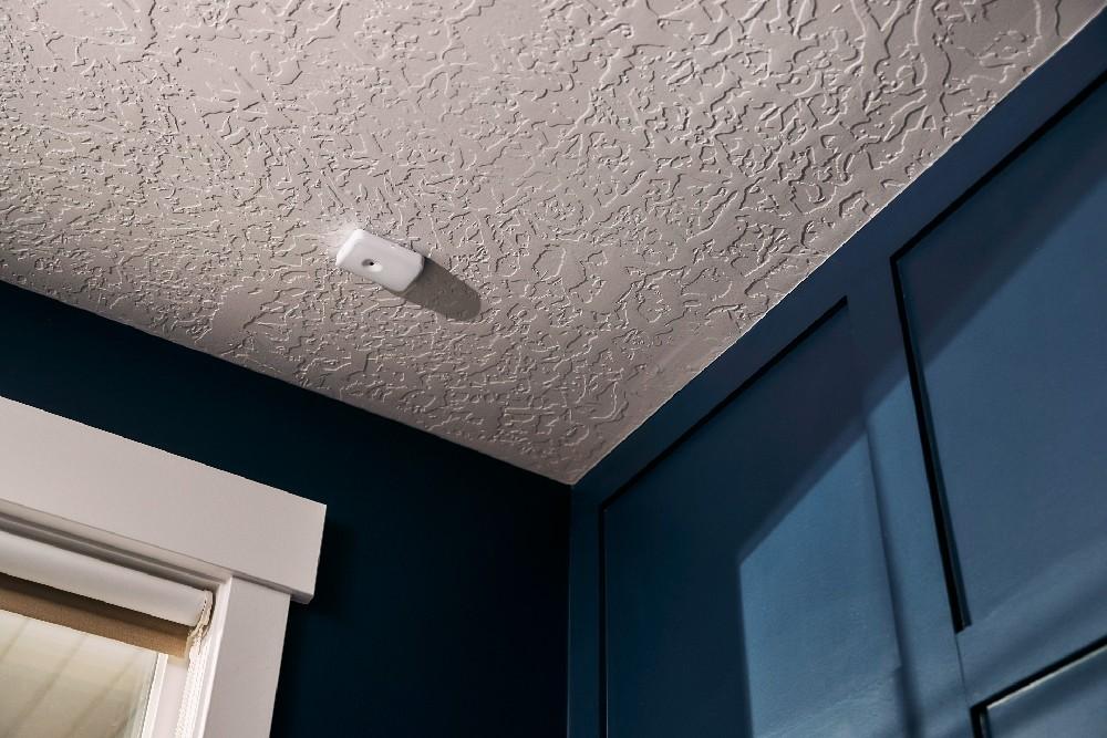 glass break installed on ceiling