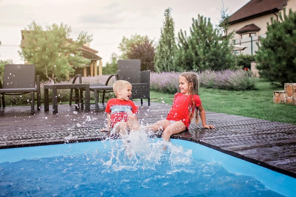 kids splashing feet in pool
