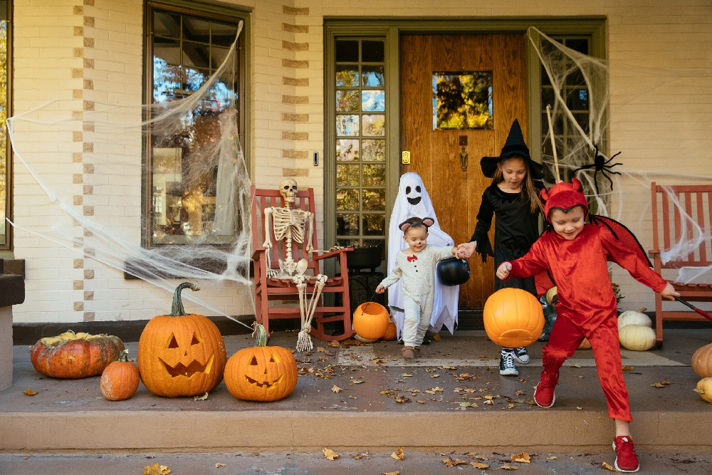 kids trick or treating with doorbell camera and smart lock in view