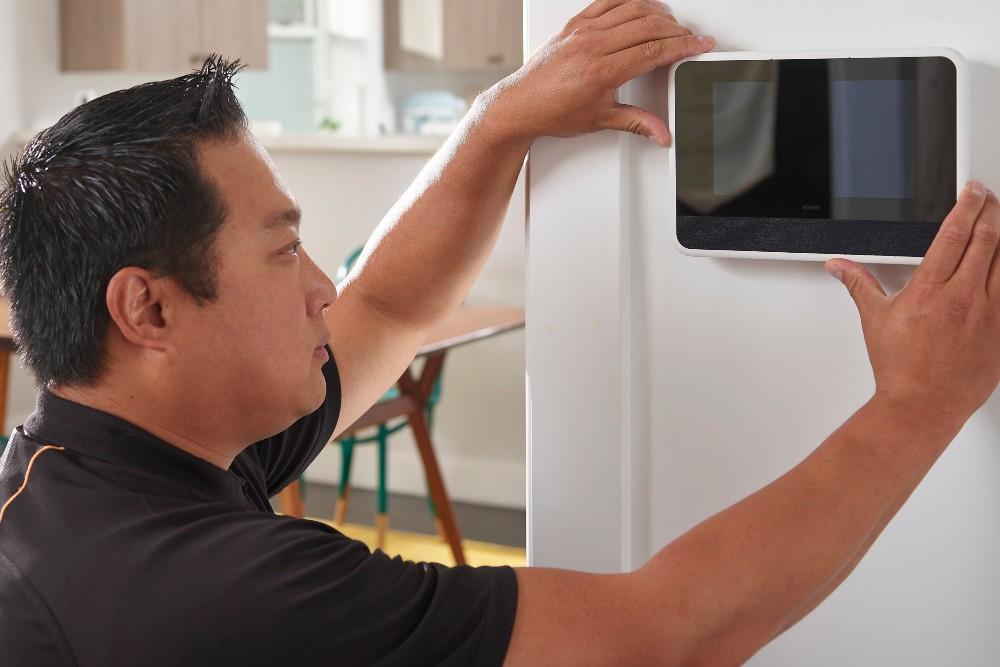 smart home pro installing Vivint smart hub