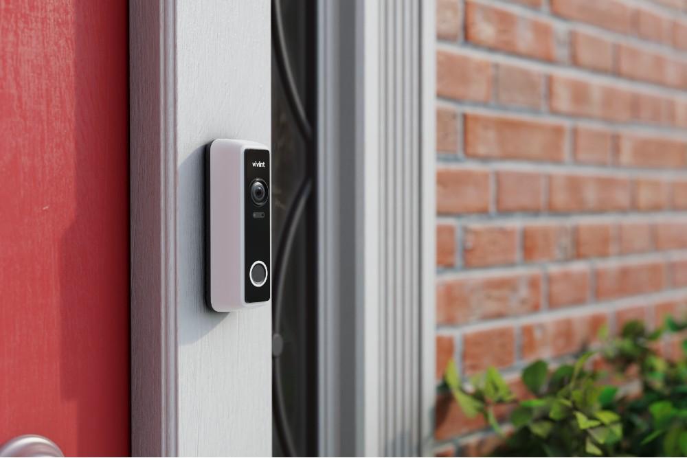 vivint doorbell camera pro next to red door