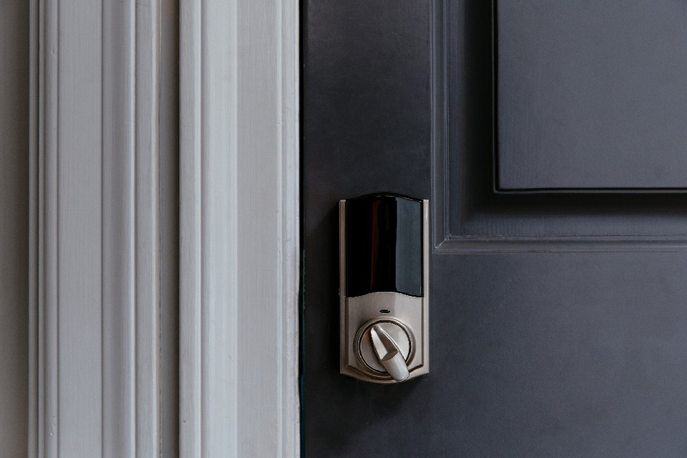 vivint smart lock on door