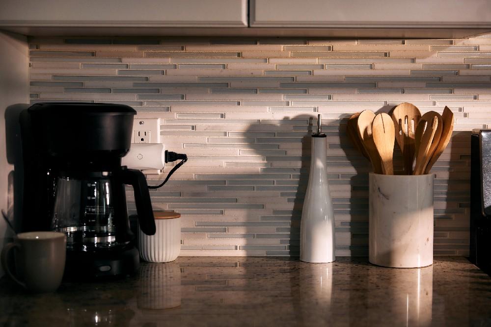 vivint smart plug behind coffee pot