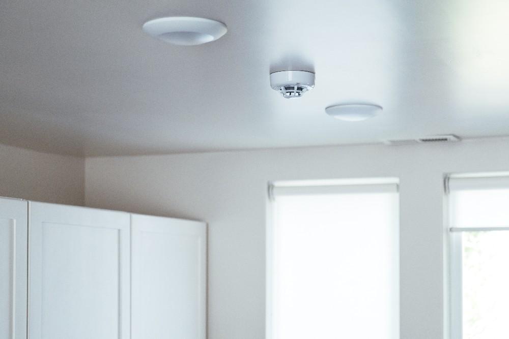 vivint smoke detector on ceiling