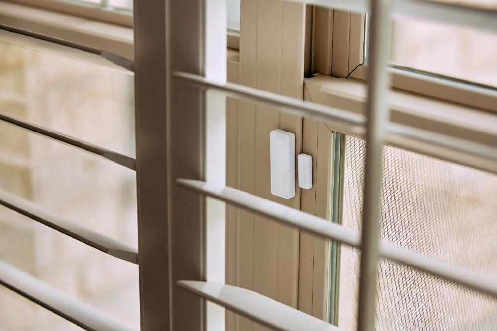 window sensor view through blinds
