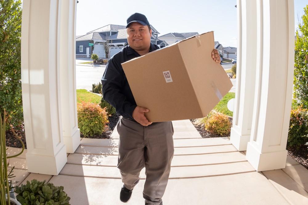 vivint doorbell camera pro delivery man